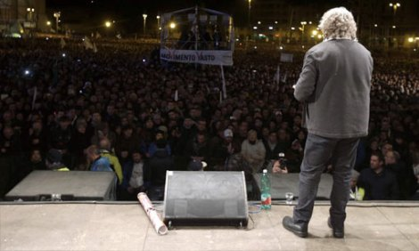 Beppe Grillo, Italian Politician, Comedian, using social media for politics, online community, multlingual blog and a large number of followers